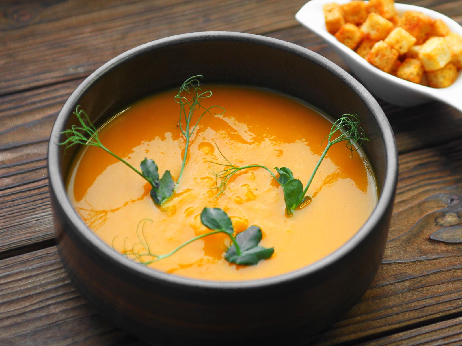 Постный суп-пюре из тыквы с гренками