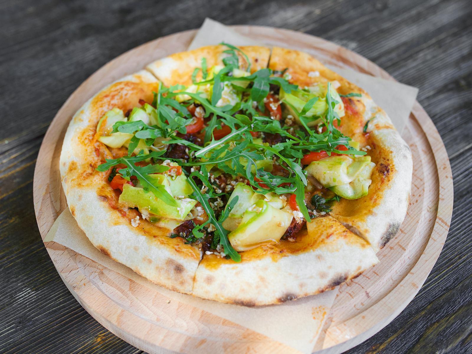 Пицца Вяленые томаты и руккола