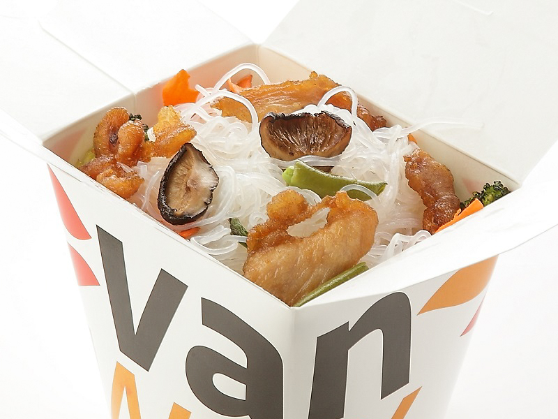 Рисовая лапша вок с индейкой и шиитаке в соусе Бангкок