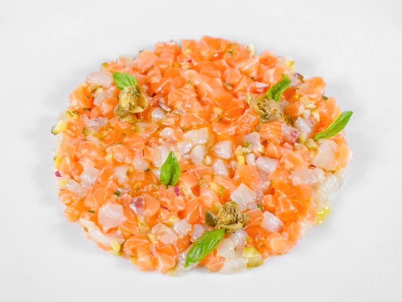 Тар-тар из сибаса с лососем