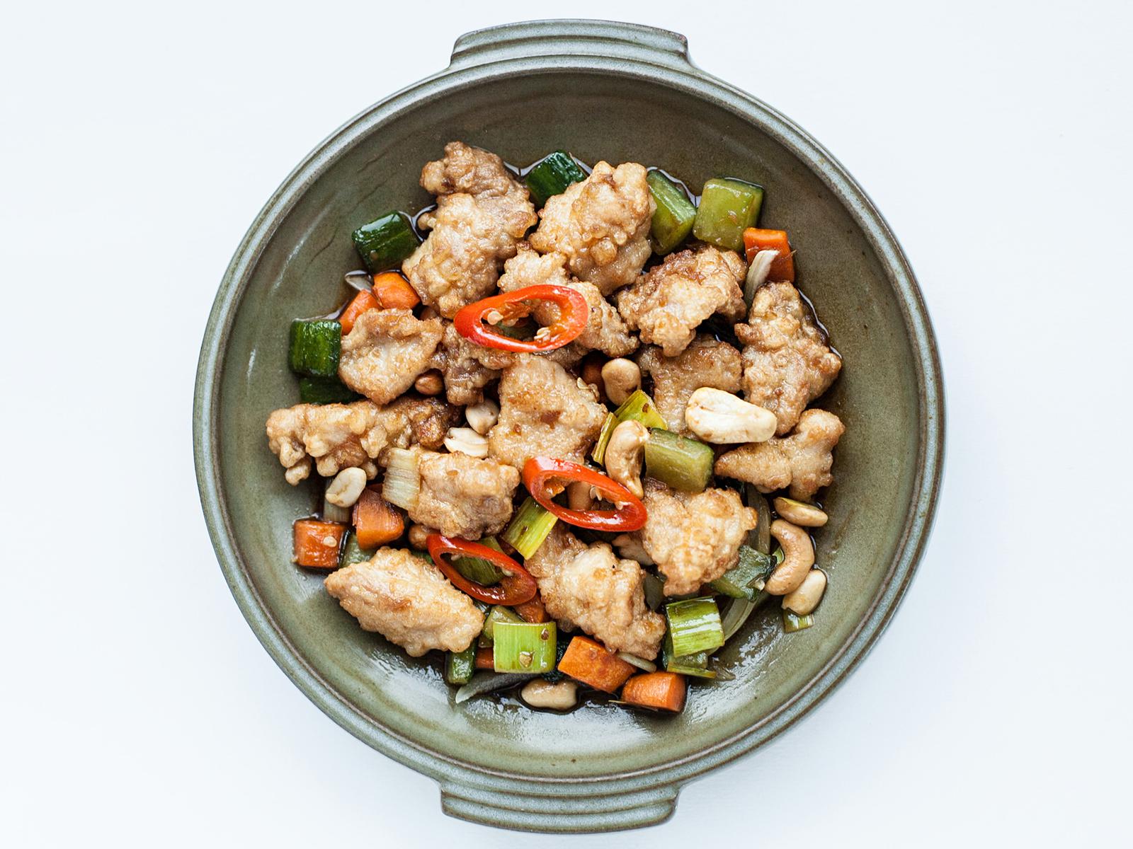 Курица с орехами в устричном соусе