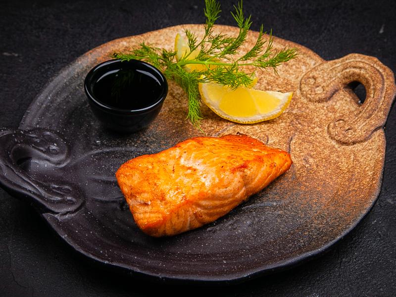 Шашлык из лосося с соусом Наршараб