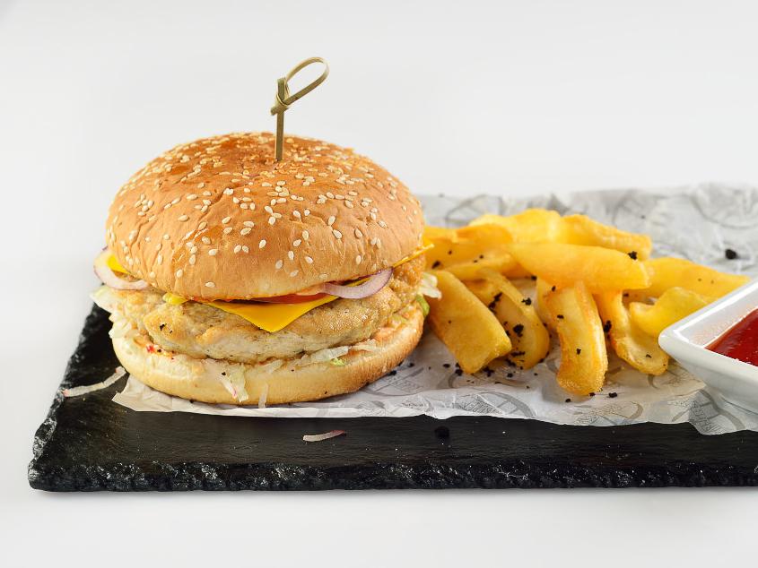 Бургер с курицей и овощами