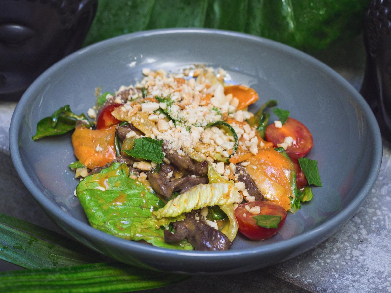 Индонезийский салат с говядиной
