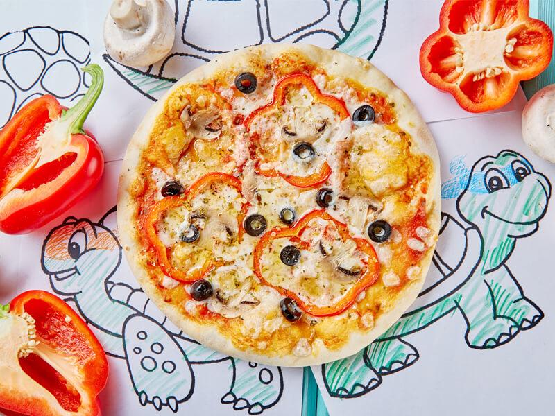 Пицца с болгарским перцем, шампиньонами и маслинами Рафаэль