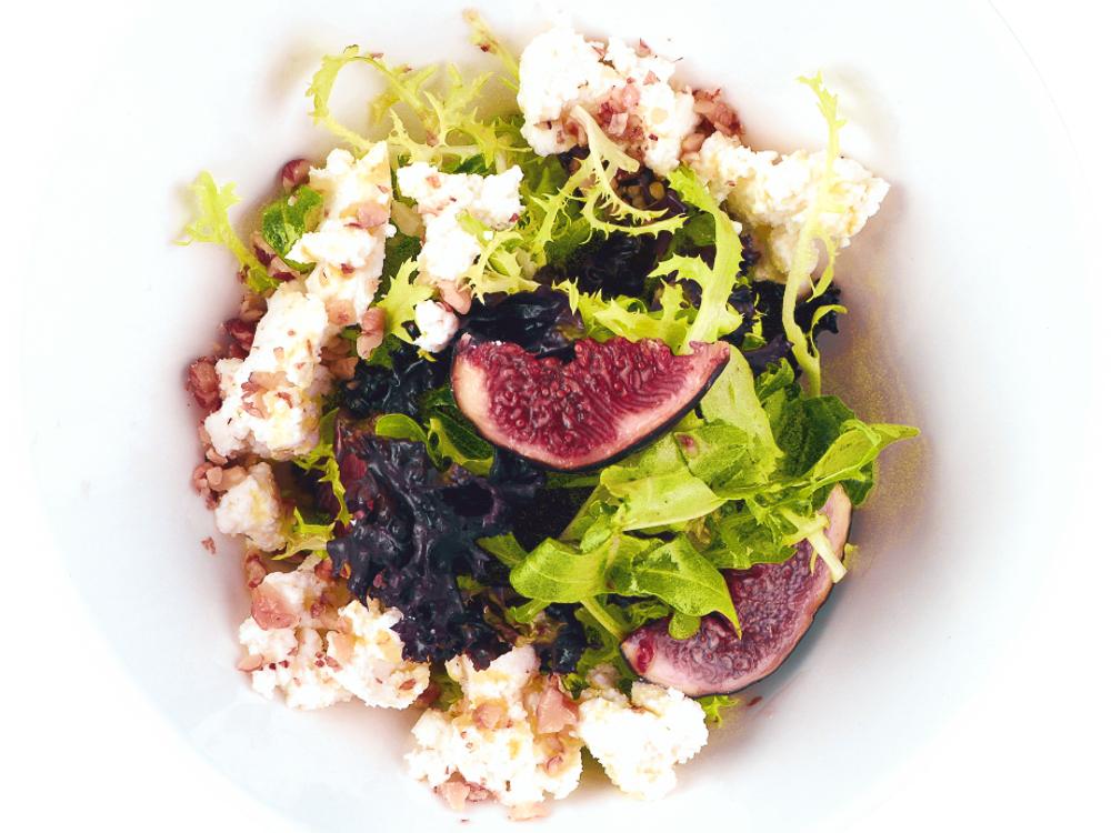 Салат с инжиром и рикоттой