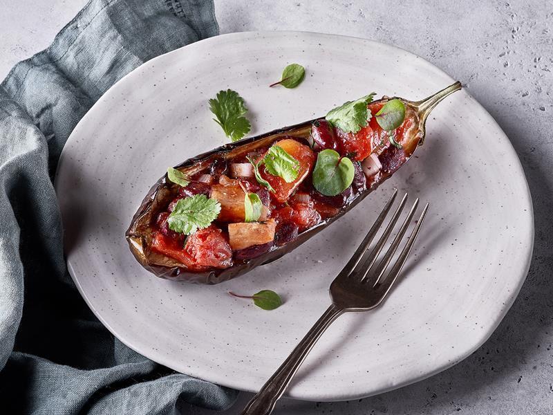 Салат из запеченогго баклажана с красной фасолью