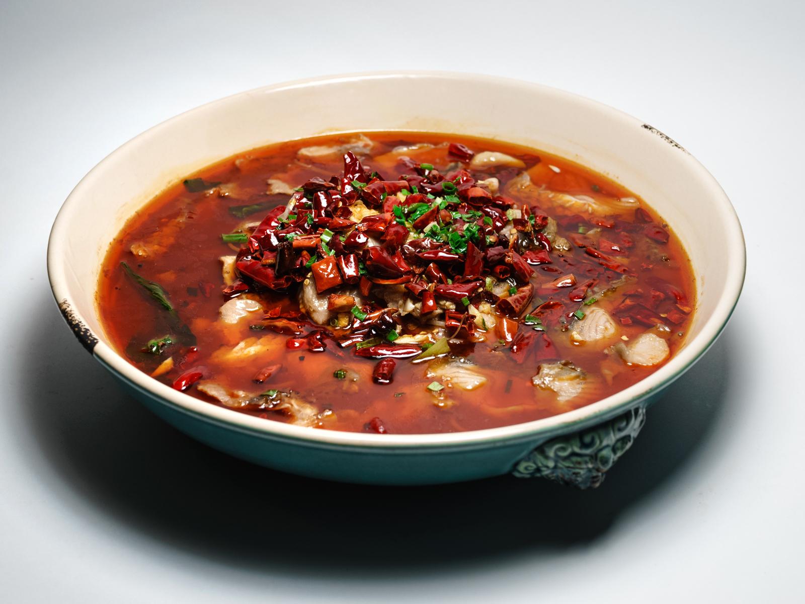 Рыбное филе в бульоне с грибами и тофу