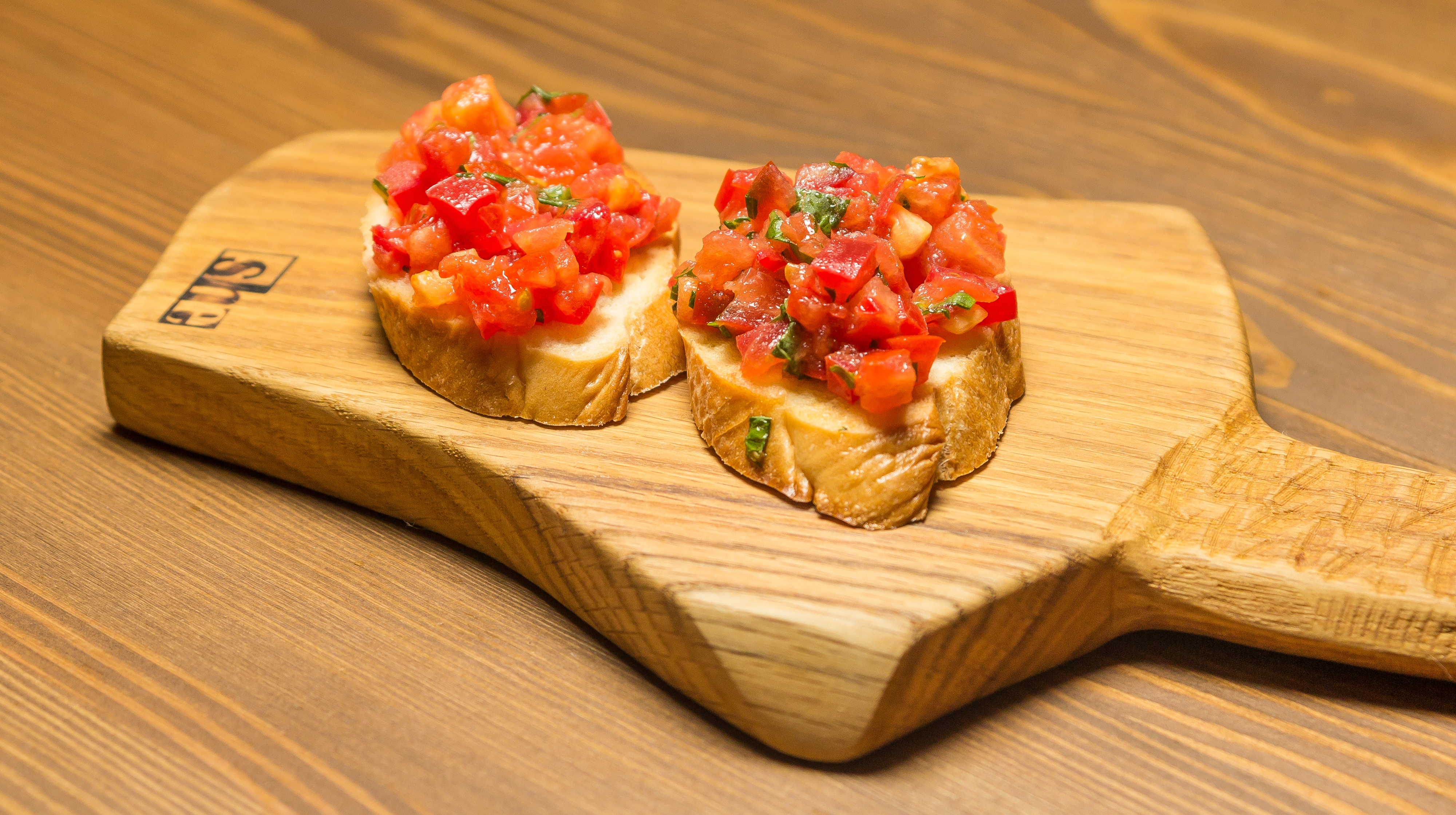 Брускетта с томатами