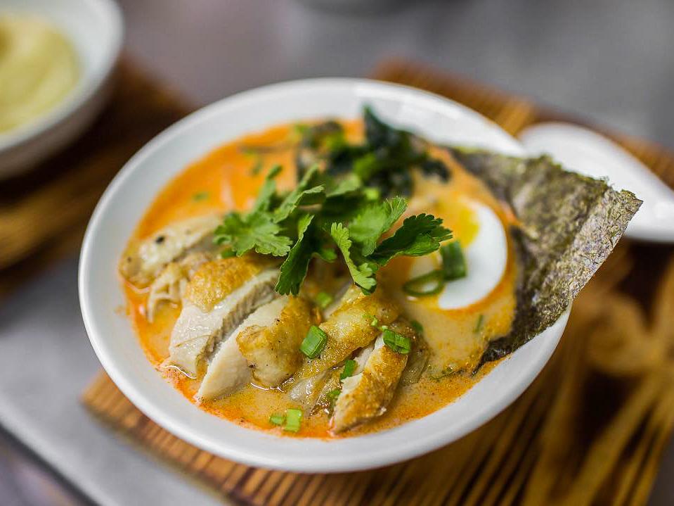 Суп Том Ям-рамен с курицей