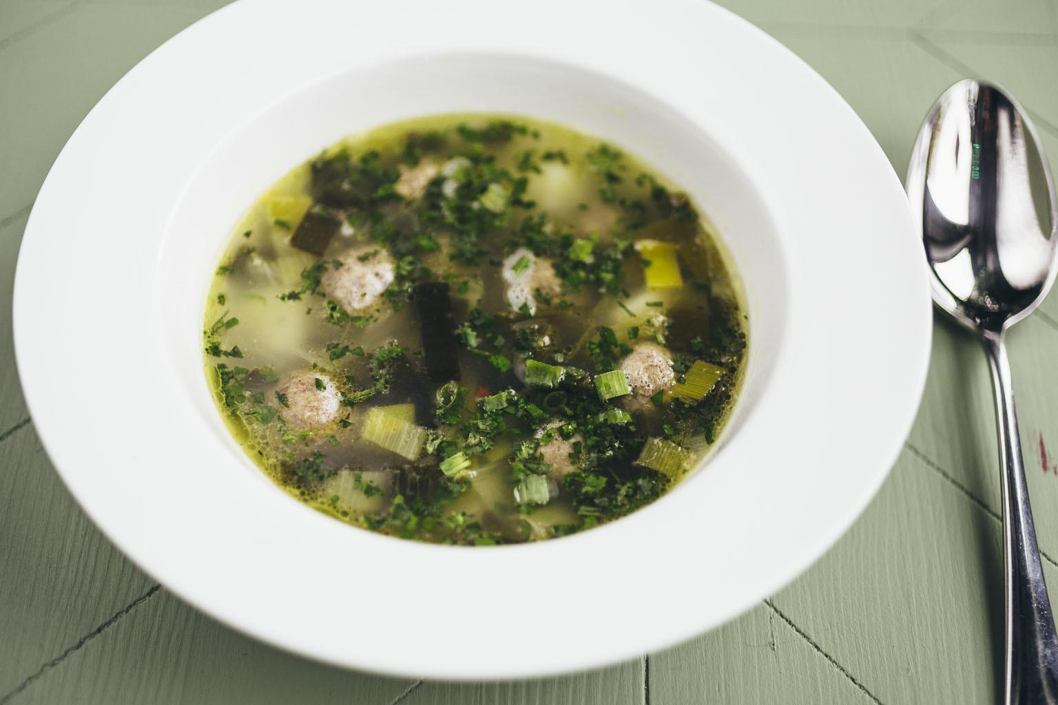 Суп из лука-порея с фрикадельками