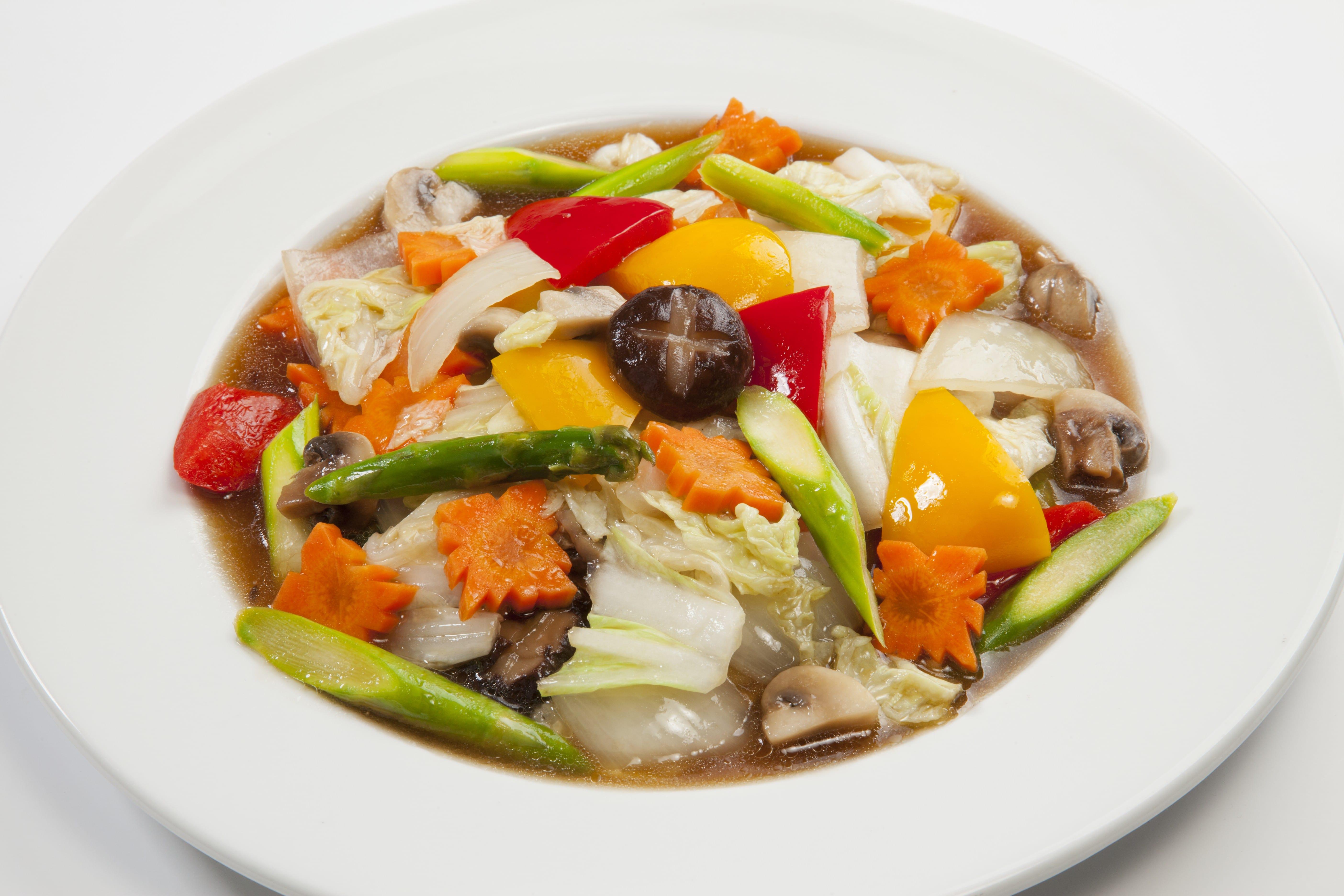 Жареные овощи с грибами Пад Пак Нам Ман Хой