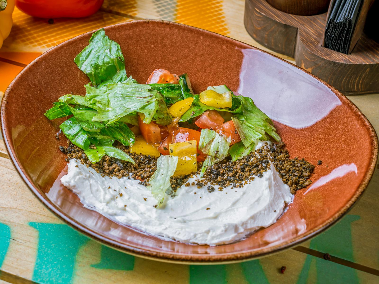 Салат с овощами в греческом стиле