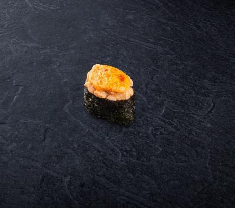Суши запеченная креветка с лососем