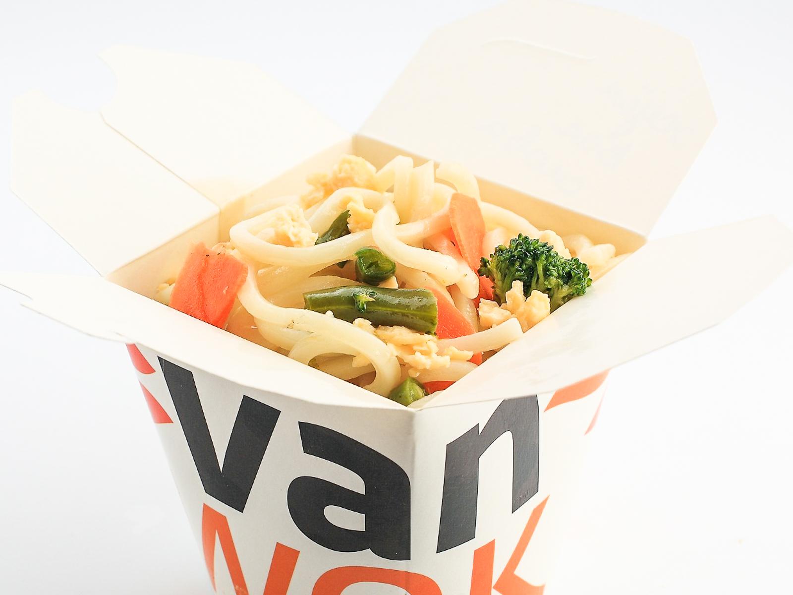Вок Японский удон с омлетом и овощами