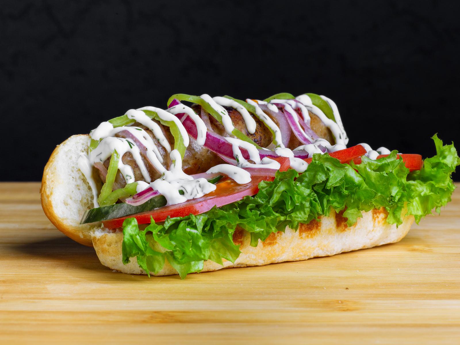 Хот-дог с колбаской из говядины и свинины