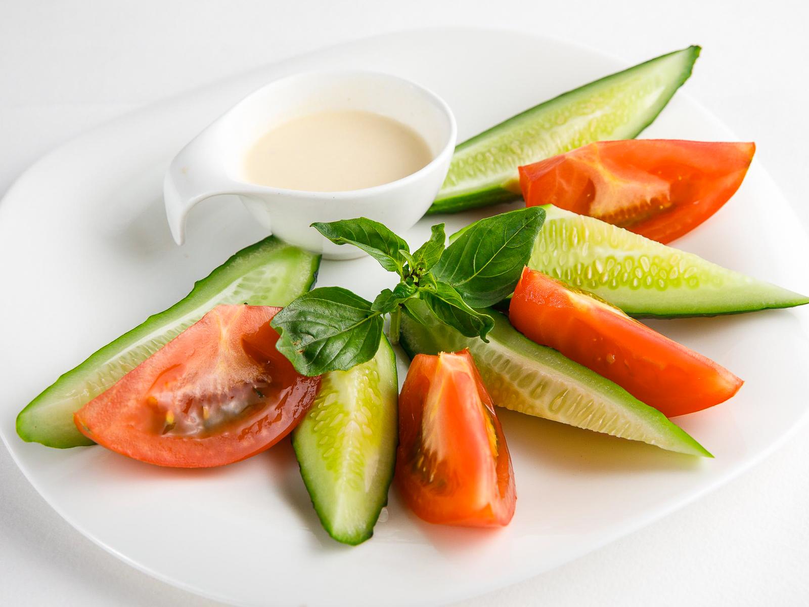 Овощная нарезка с блю чиз