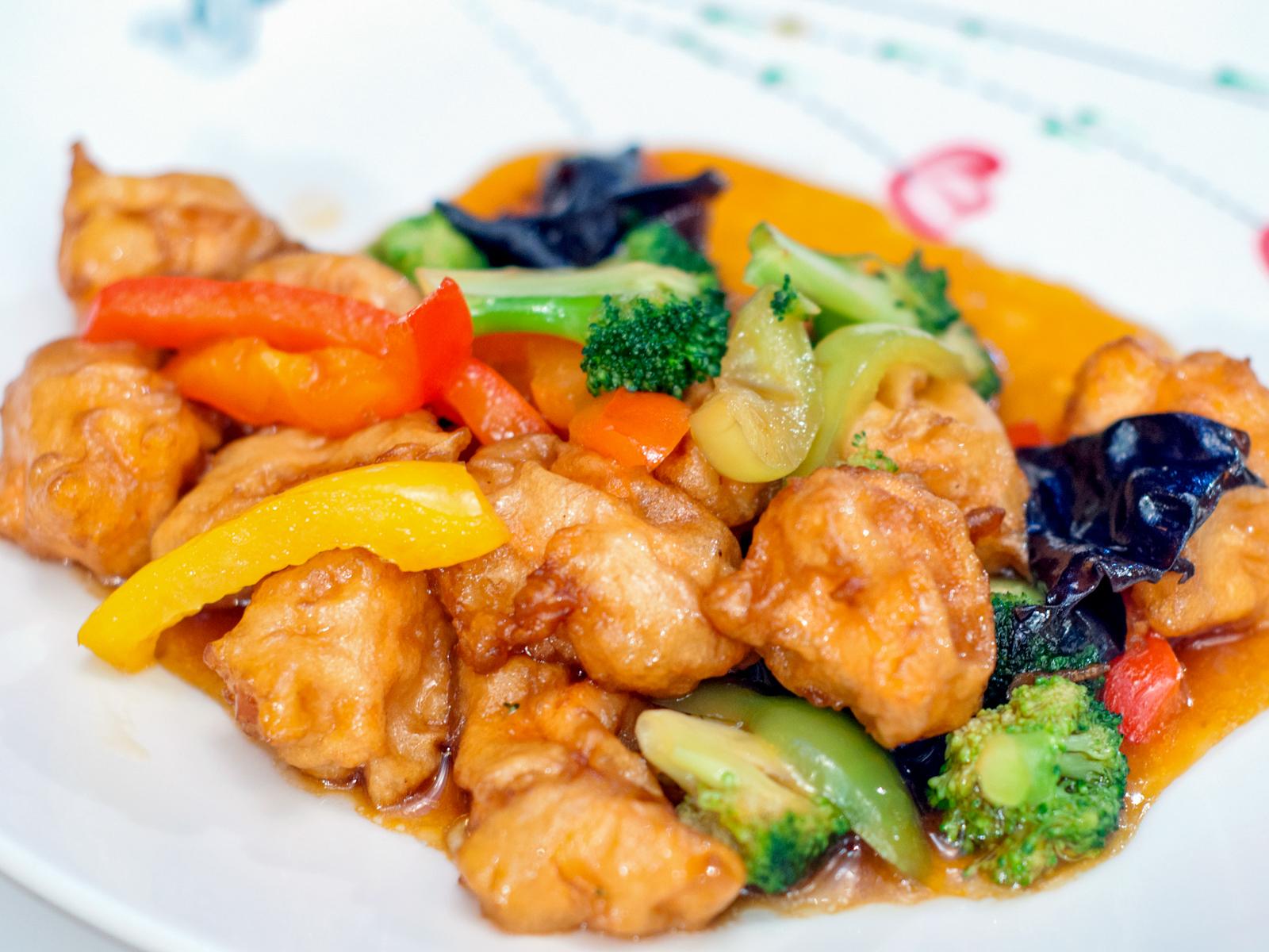 Лосось с овощами в соевом соусе
