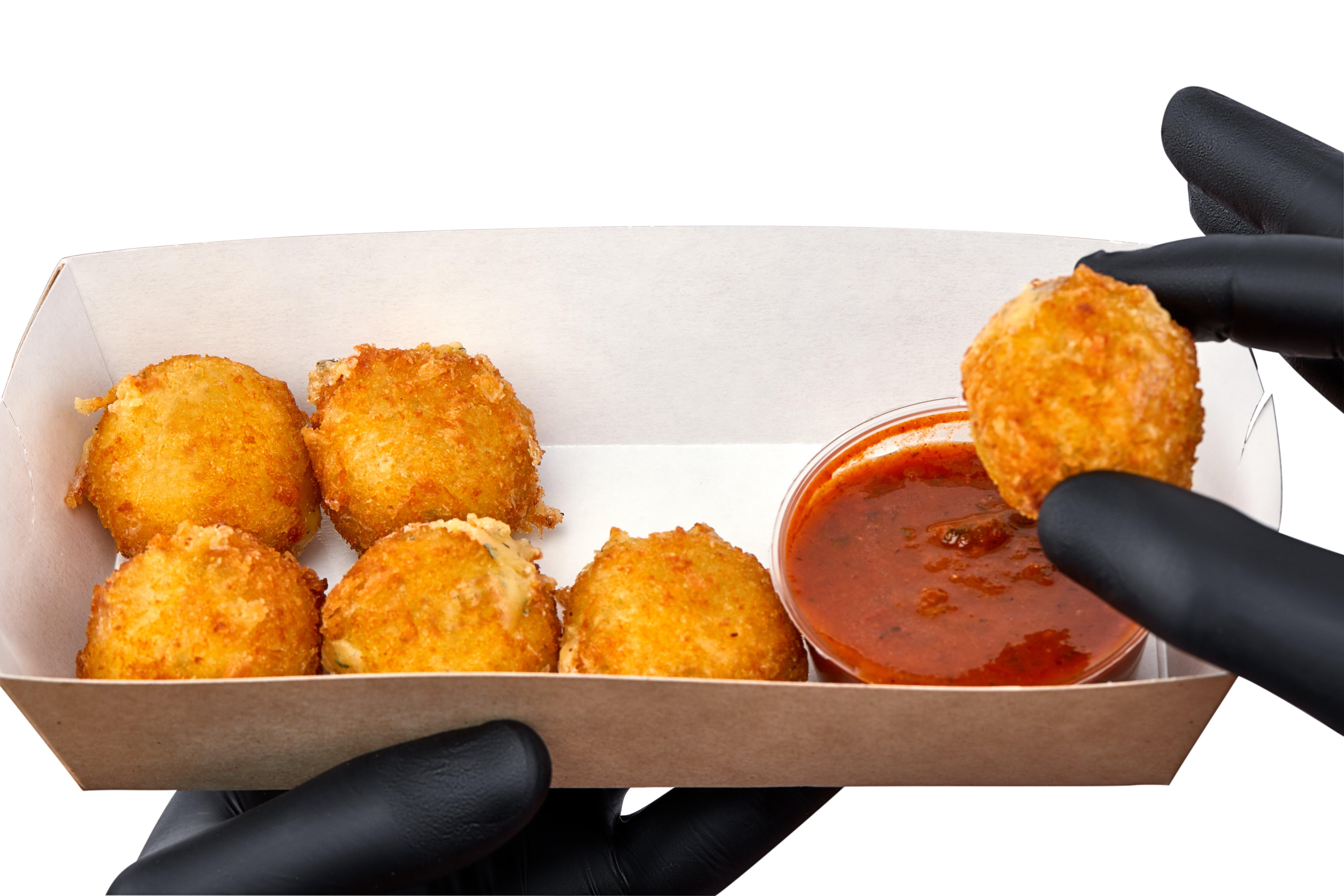 Сырные шарики с соусом томато
