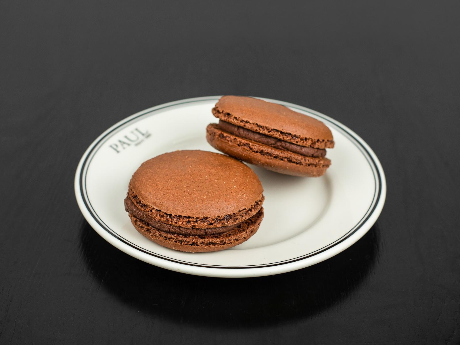 Макарон шоколадный
