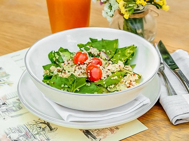 Салат с киноа и овощами