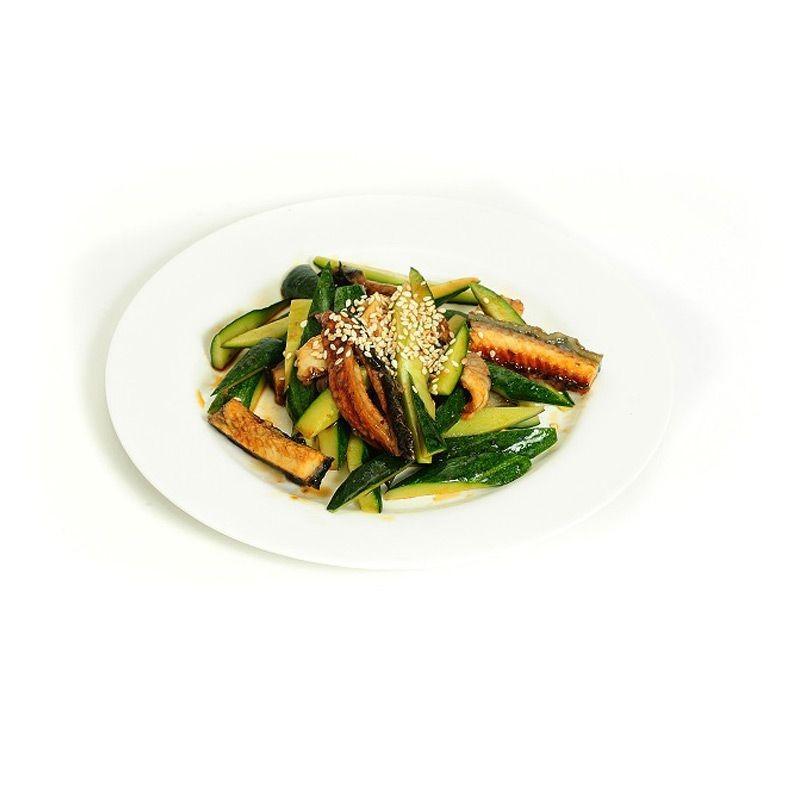 Салат с угрем и огурцом