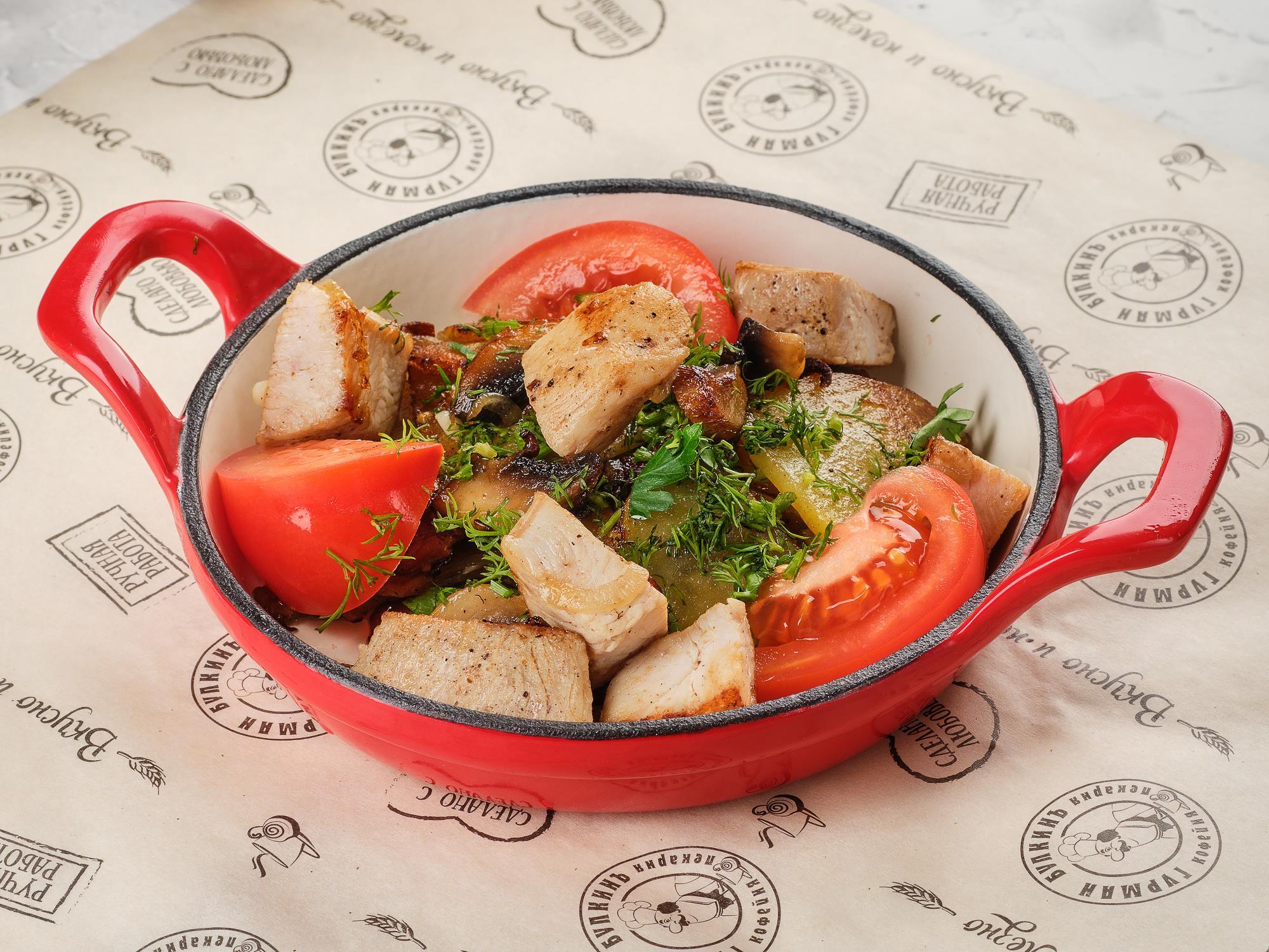 Жаркое с куриной грудкой и грибами