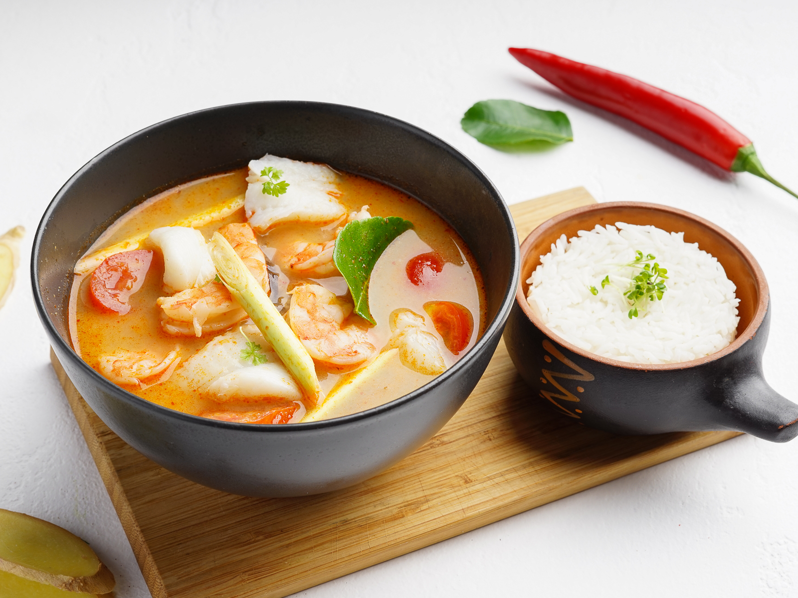 Суп Том Ям с креветками и белой рыбой