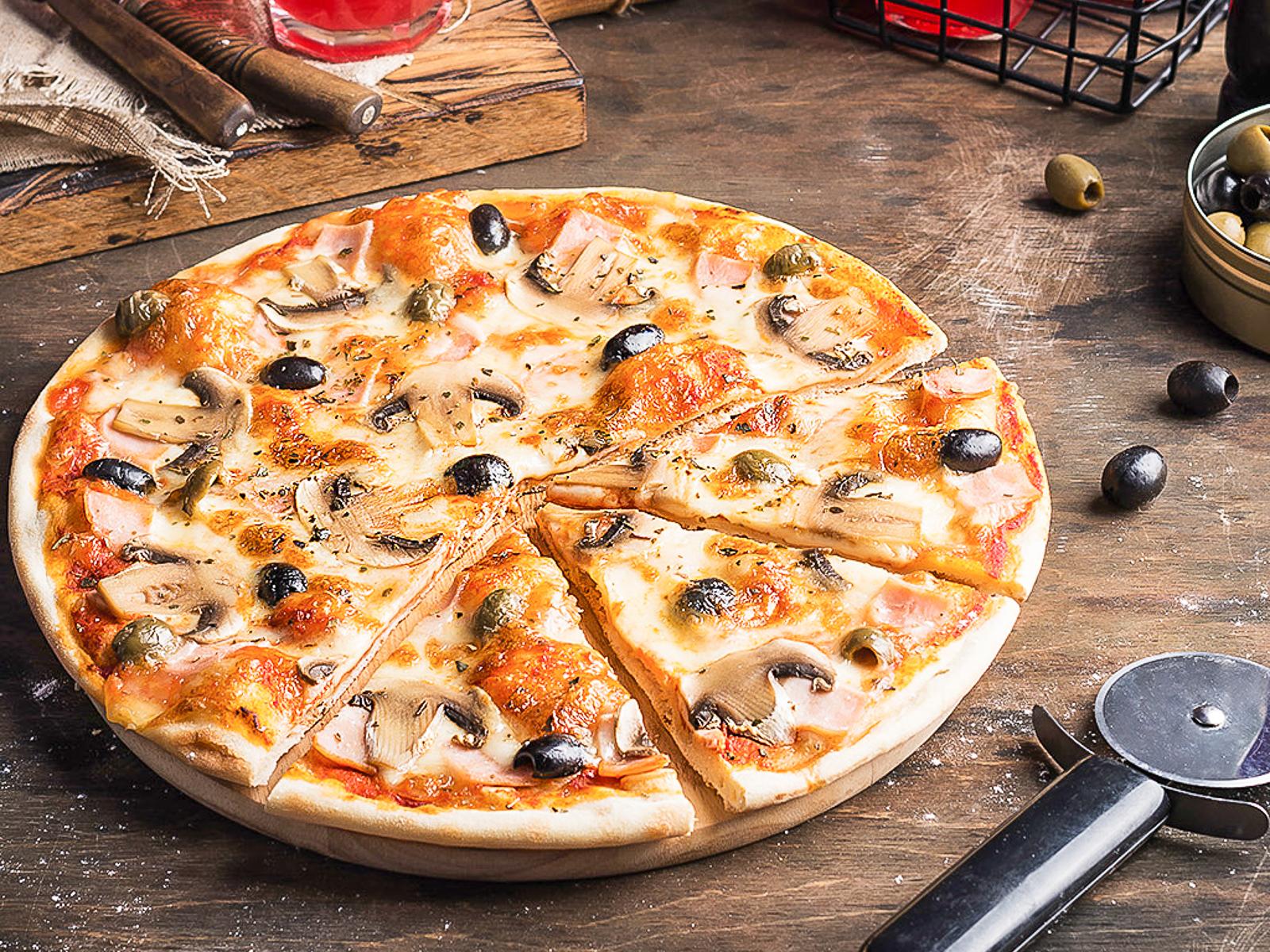 Пицца Грибы с ветчиной