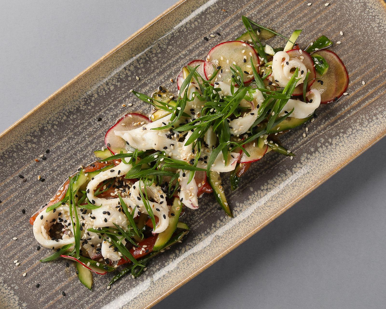 Салат с кальмаром в тайском стиле