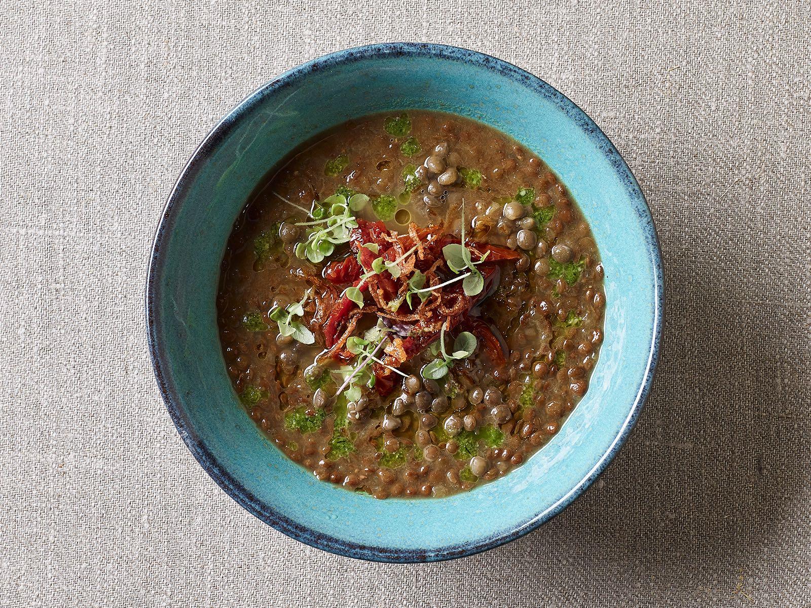 Суп чечевичный с вялеными помидорами