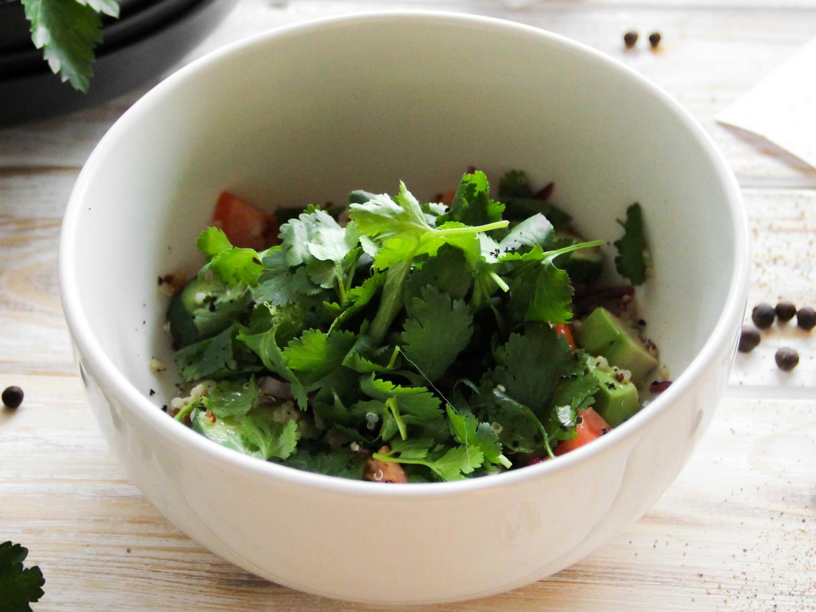 Салат из овощей и киноа
