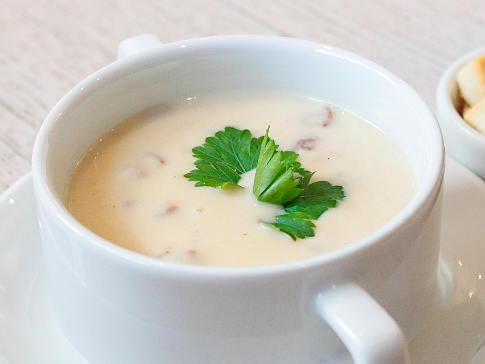 Сливочный крем-суп из шампиньонов и белых грибов