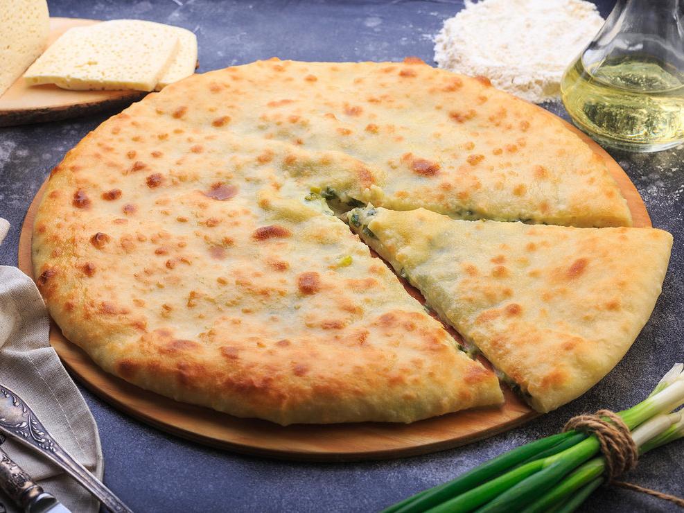 Осетинский пирог с сыром и зелёным луком