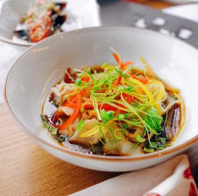 Вантоны с овощами и свининой