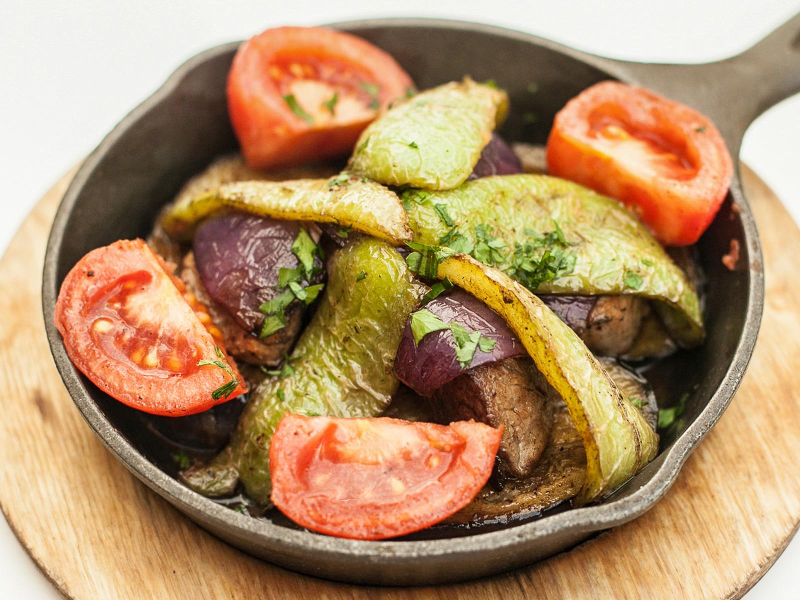 Баранья вырезка с овощами