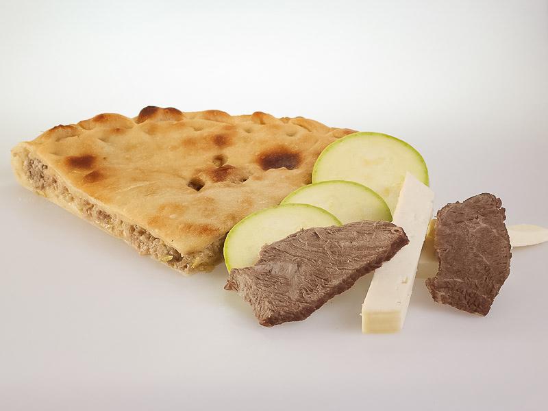 Пирог с говядиной, кабачками и сыром