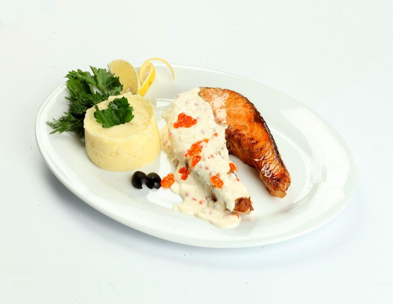 Сёмга со сливочно-икорным соусом