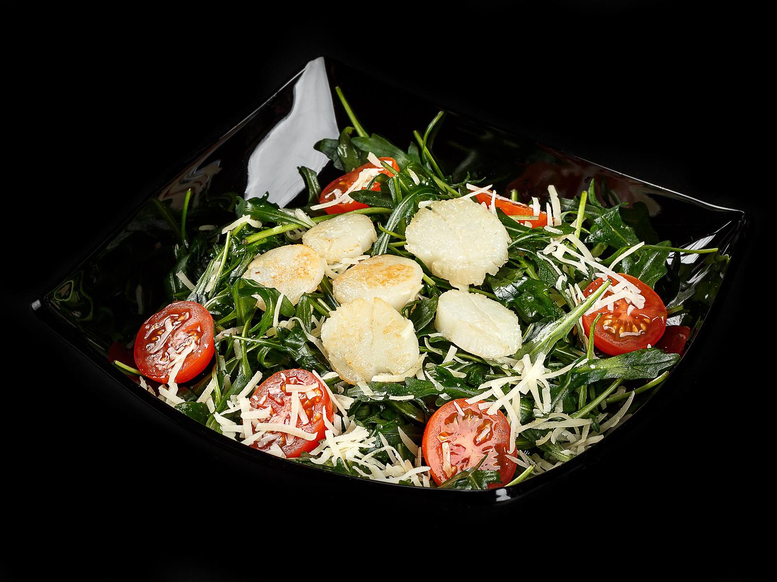 Салат с морским гребешком