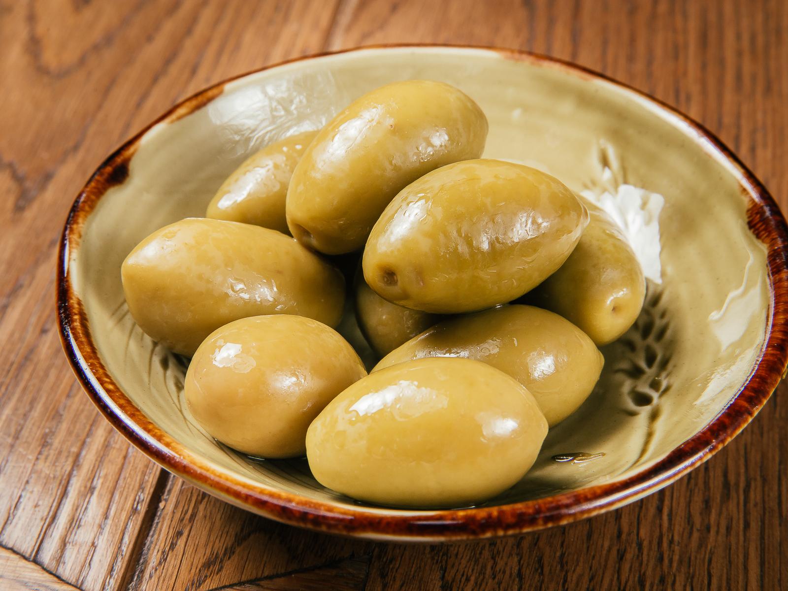 Большие оливки в домашнем маринаде
