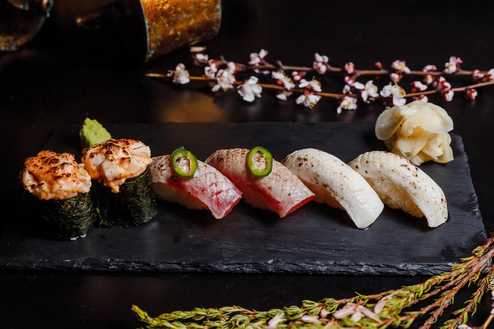 Суши с тунцом и трюфельной пастой