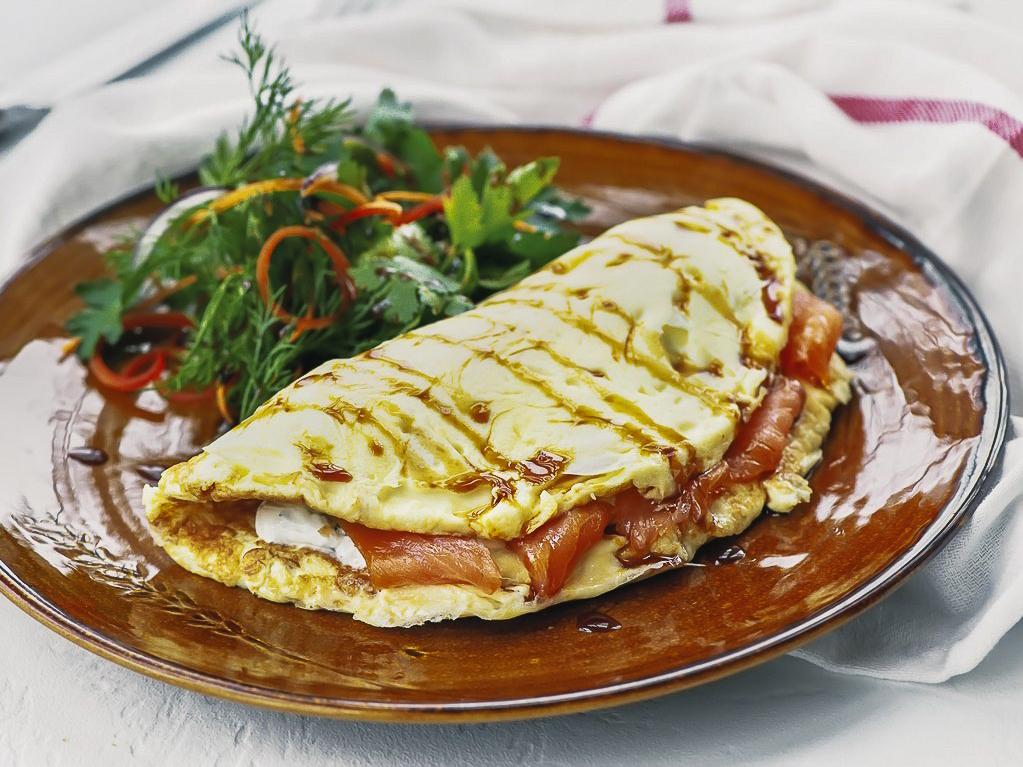 Омлет с лососем и крем-чизом