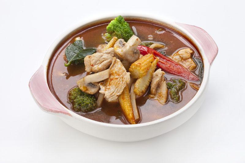 Куриный суп с красным карри Кеанг па кай