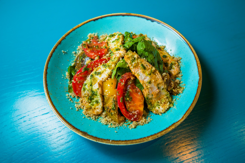Салат из шпината с куриным филе