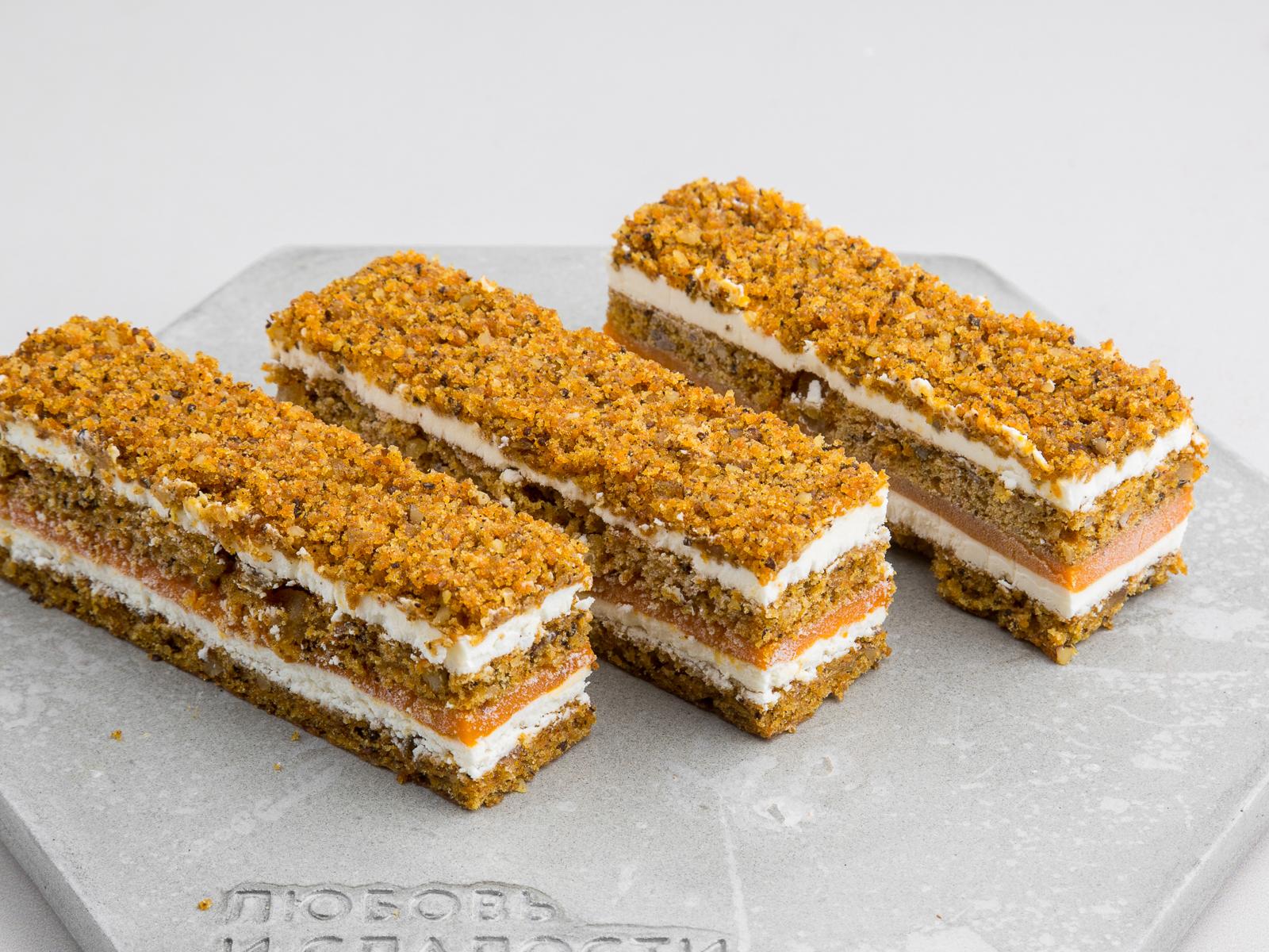 Морковно-облепиховое пирожное