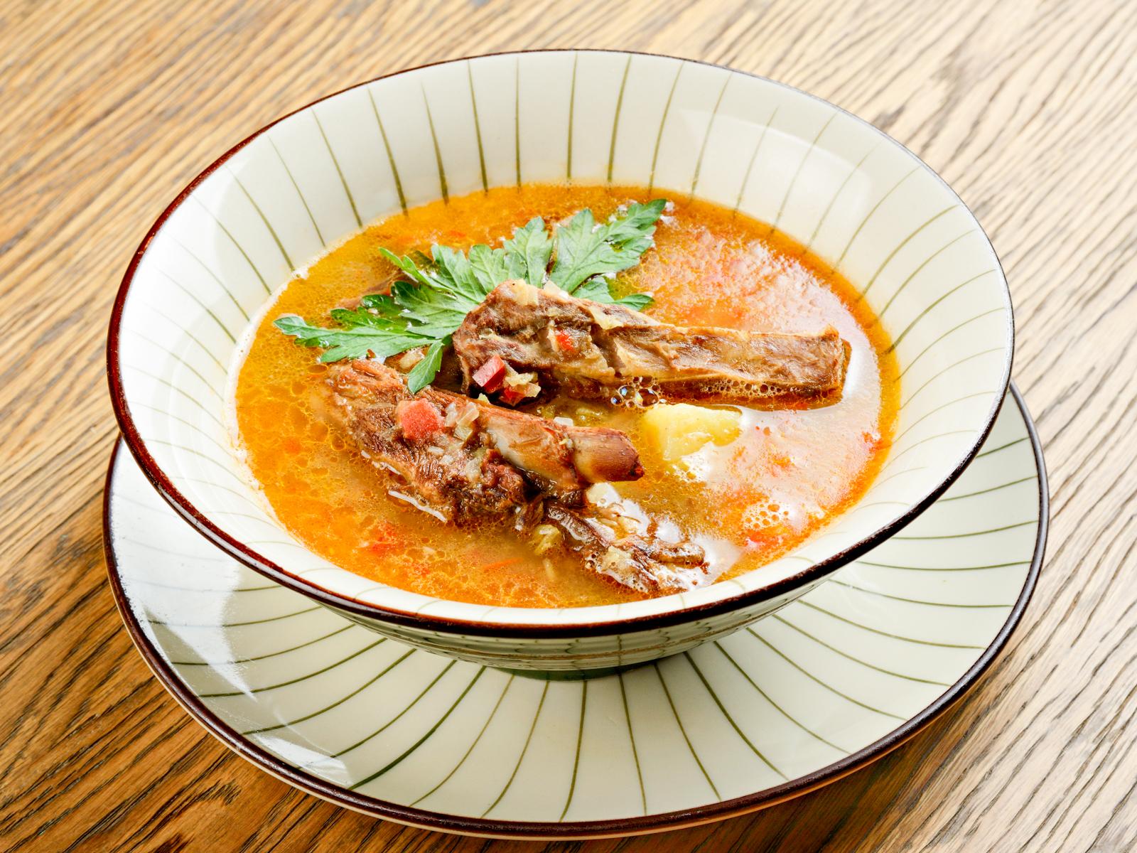 Суп с копчеными ребрышками барашка