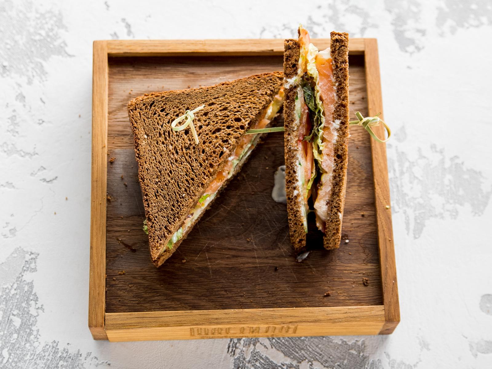 Клаб Сэндвич со слабосоленым лососем