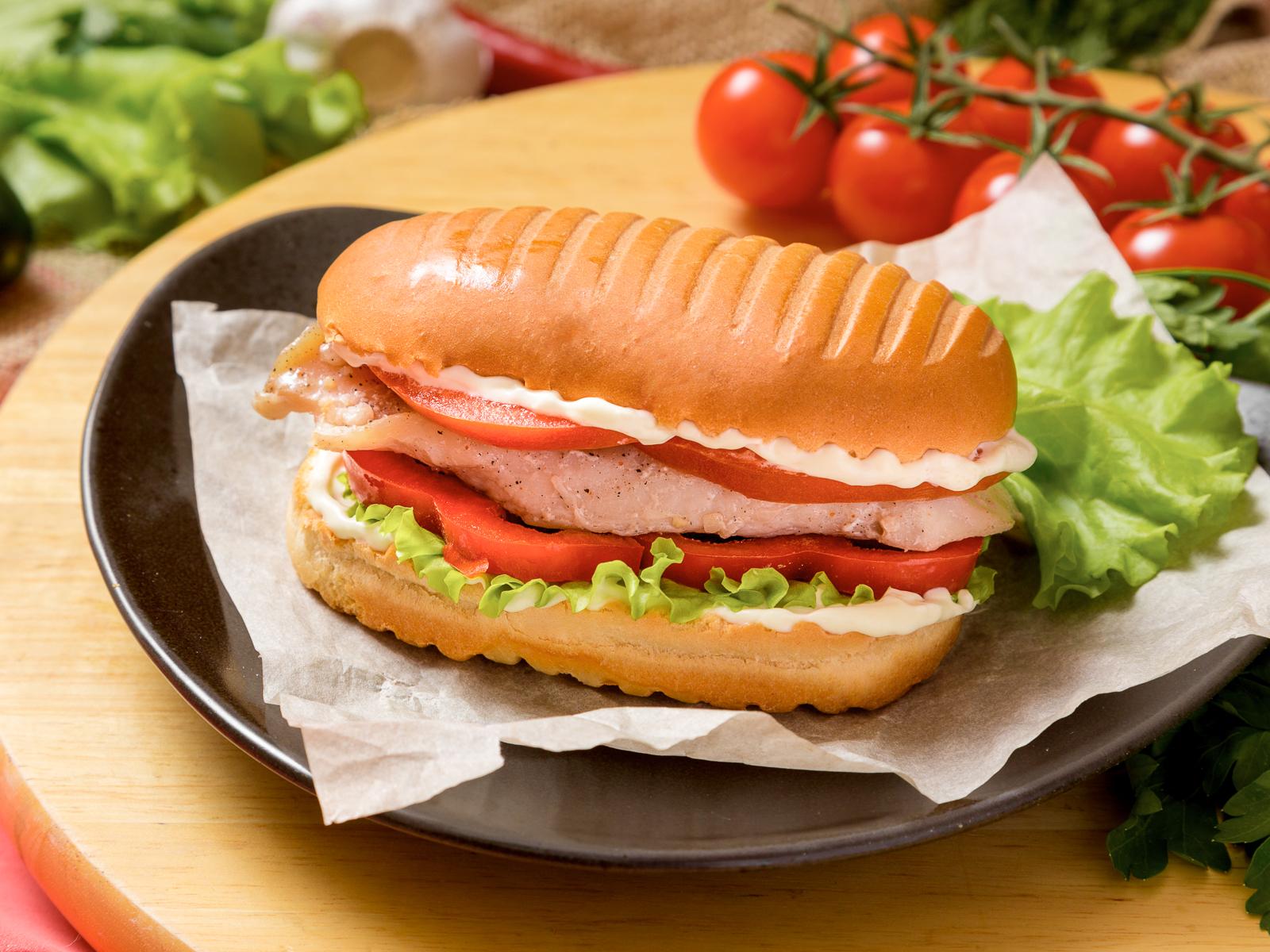 Бутерброд Цезарь с куриной грудкой