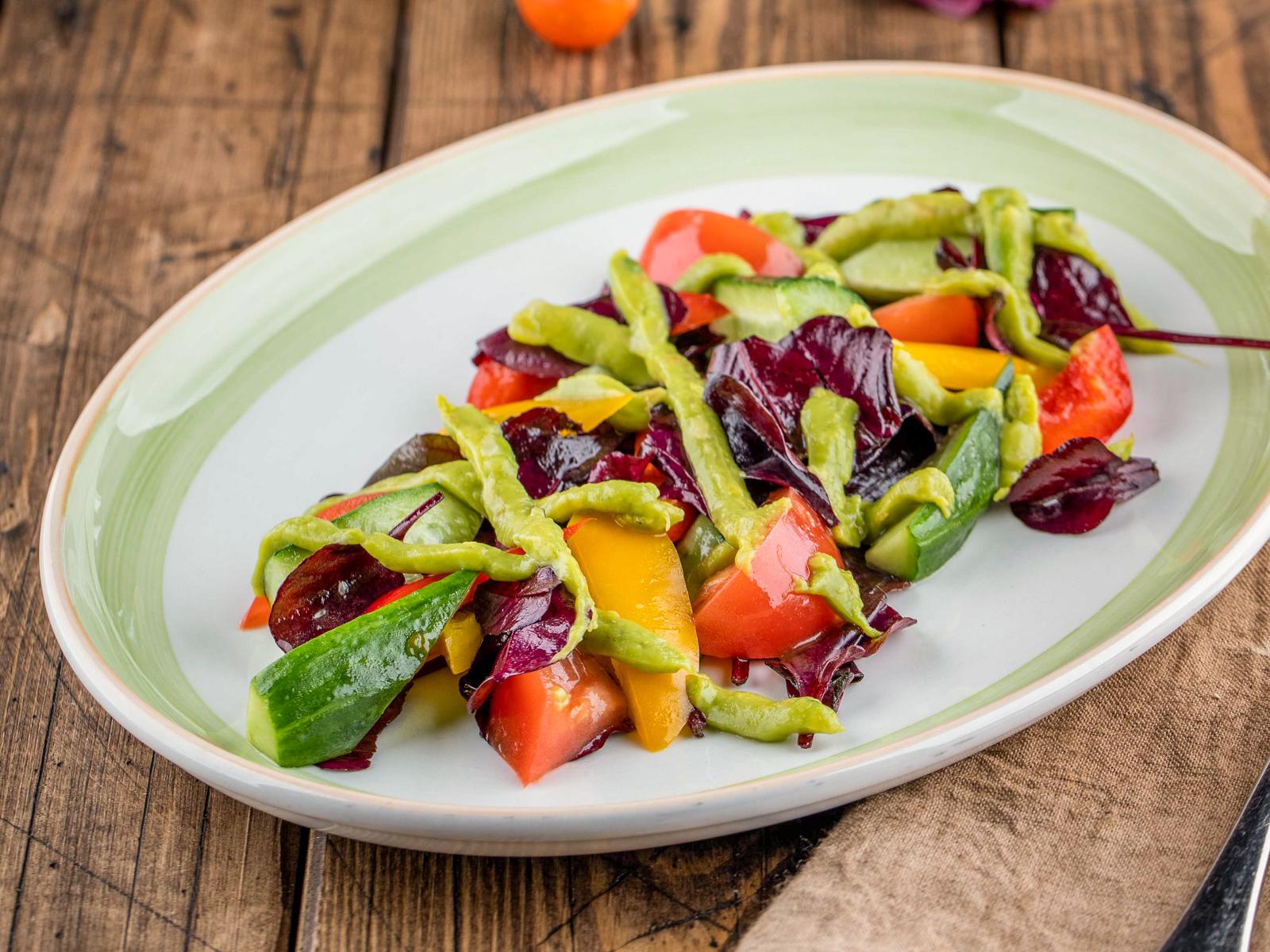 Овощной салат с гуакомоле