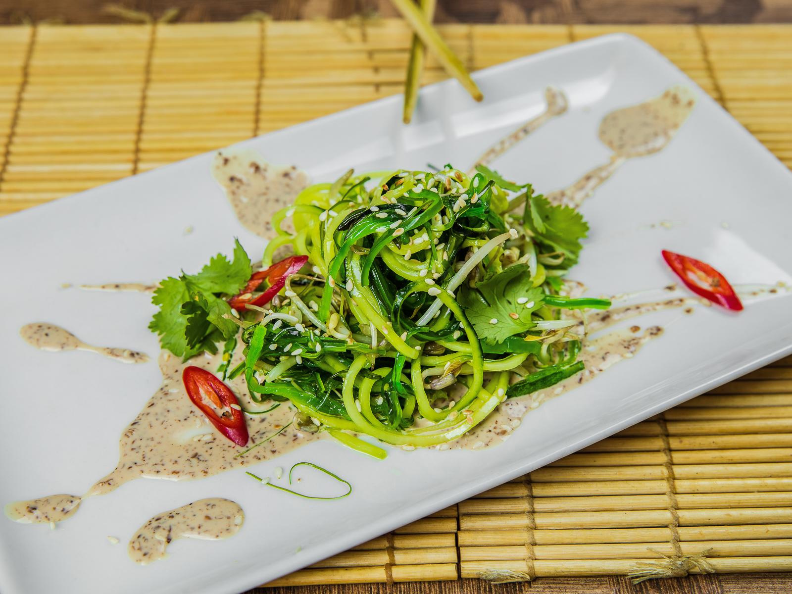 Чукка салат с ростками сои